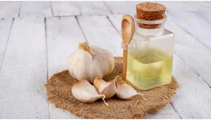 Garlic Juice Benefits: बेहद फायदेमंद है लहसुन का जूस, इसके सेवन से दूर होगी खांसी
