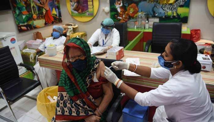 UP: मीडिया कर्मियों के लिए अलग बनेंगे Corona Vaccination सेंटर,  सीएम योगी ने दिए निर्देश