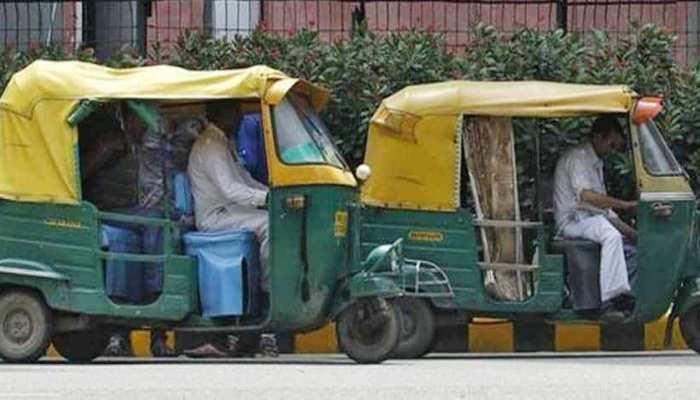 गरीबों को मुफ्त राशन और ऑटो व रिक्शा चालकों को 5-5 हजार रुपये देगी सरकार