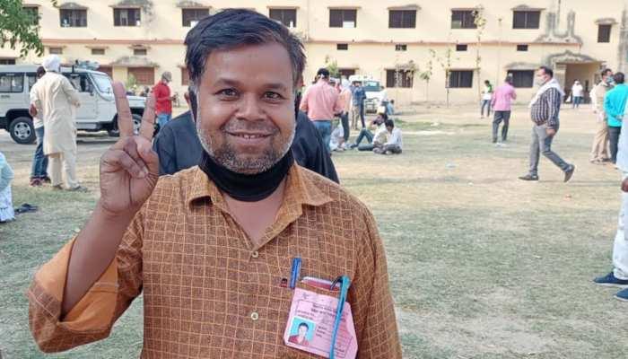 UP Panchayat Chunav Results: कोरोना में बंद हुई कोचिंग, तो सरपंच बन गए गुरुजी