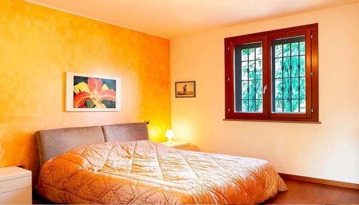 Vastu Tips: भूल से भी बिस्तर के नीचे न रखें कोई सामान, वरना भंग हो जाएगी परिवार की सुख-शांति