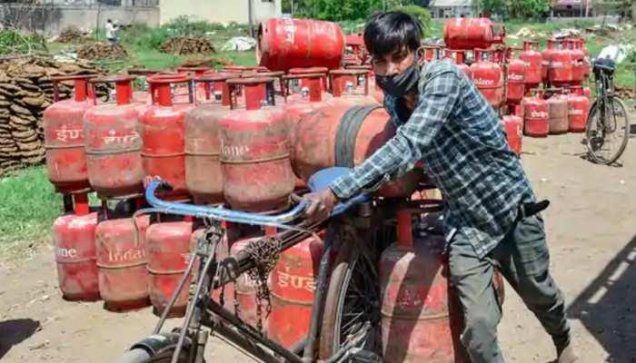 LPG Offers: रसोई गैस सिलेंडर पर मिल रही है 800 रुपये तक छूट!, 31 मई तक ऐसे उठा सकते हैं फायदा