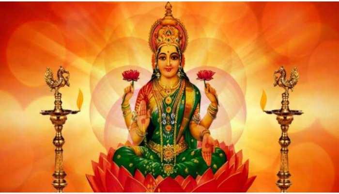 Friday Remedies: मां लक्ष्मी को अर्पित करें ये चीजें, घर में होगी पैसों की बरसात
