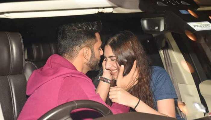एयरपोर्ट पर राहुल वैद्य ने लुटाया दिशा पर प्यार, सबके सामने कर दिया KISS