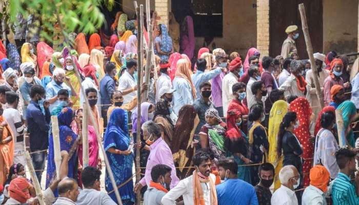 UP: गांवों में भी जमकर टूटा कोरोना का कहर, पंचायत चुनावों के बाद बिगड़े हालात; हुए ये इंतजाम