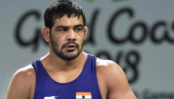 Wrestler sushil kumar in murder case at chhatrasal stadium delhi police  raids see update  मर्डर केस में फंसते जा रहे हैं ओलंपिक विजेता Sushil Kumar,  कई दिनों से फरार, परिवार से हुई