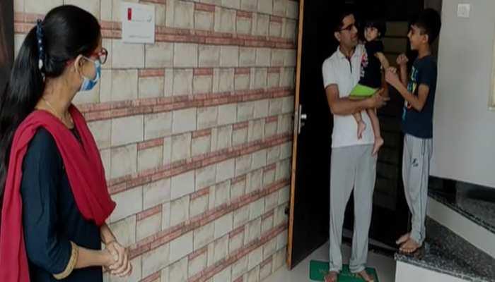 एक मां ऐसी भी! बच्चों से दूर रहकर निभा रही अपना फर्ज, महीनेभर से कर रही कोरोना संक्रमितों की सेवा