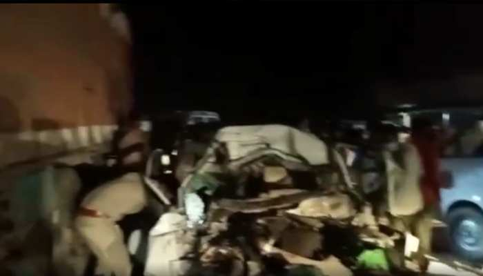 महाराजगंज में भीषण सड़क हादसा, कार और ट्रक की टक्कर में 5 की मौत, 3 गंभीर रूप से घायल