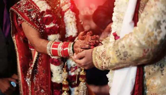 प्रेमी की शिकायत लेकर थाने पहुंची युवती, पुलिस ने युवक को बुलाकर करायी शादी