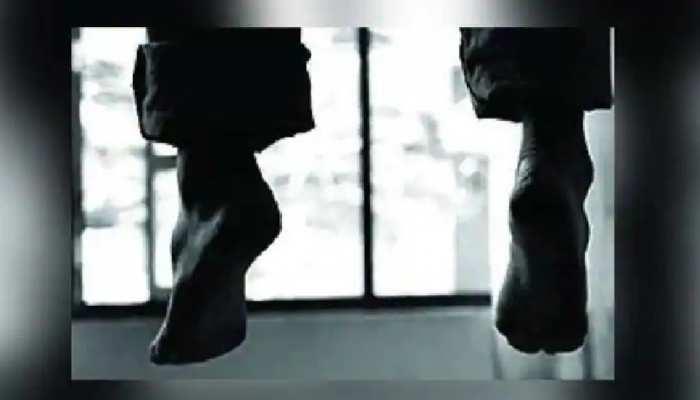 चोरी के शक में 5 लोगों ने की मारपीट, आहत युवक ने घर आकर लगा ली फांसी