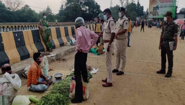 Odisha Lockdown: ସମ୍ବଲପୁରରେ ସ୍ଥିତି ପରଖିଲେ ଜିଲ୍ଲା ପୋଲିସ ମୁଖିଆ