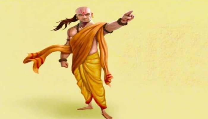 Chanakya Niti: जानें क्या है व्यक्ति के जीवन का सबसे बड़ा डर, जो इंसान को पल-पल मारता है