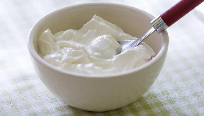 अच्छी सेहत के लिए रोज खाएं एक कटोरी दही, पर इन चीजों के साथ तो भूलकर भी नहीं