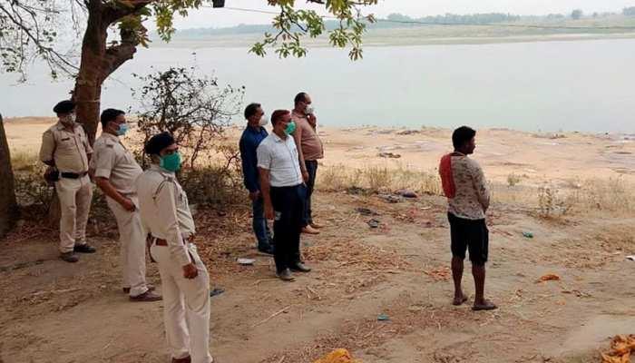 यूपी-बिहार में नदियों में शव मिलने का सिलसिला जारी, NHRC ने केंद्र और राज्यों को नोटिस भेज मांगा जवाब