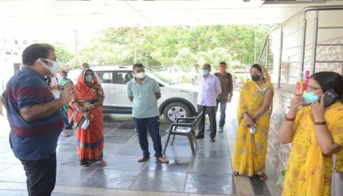 दो दिवसीय दौरे पर Udaipur पहुंचे Khachariyawas, Corona मरीजों से पूछी कुशलक्षेम