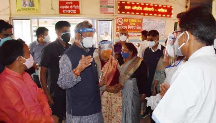 CM तीरथ सिंह रावत पहुंचे चमोली, कोविड हॉस्पिटल का किया निरीक्षण
