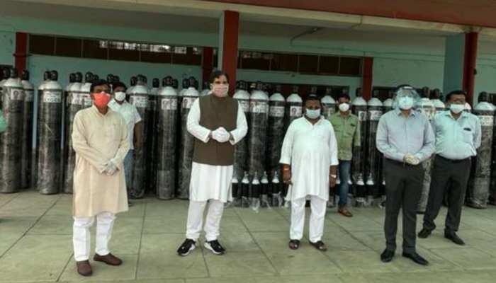 वरुण गांधी ने प्रशासन को दिए थे 115 ऑक्सीजन सिलेंडर, एक हफ्ते से खा रहे थे धूल, अब खुद करेंगे ट्रैकिंग