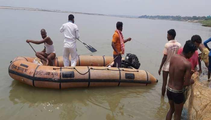 दुखद! गंगा में समाए 2 युवक, एक को काफी मशक्कत के बाद वापस मिली जिंदगी