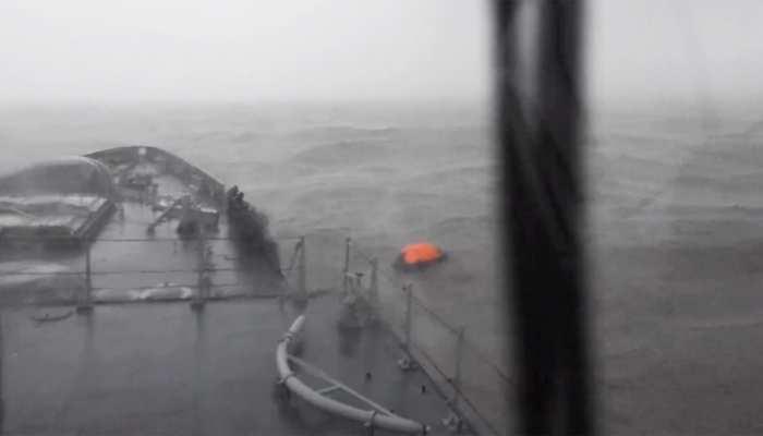 नौसेना ने बताया- P305 और नौका वरप्रदा पर मौजूद सभी 274 कर्मियों का पता चला