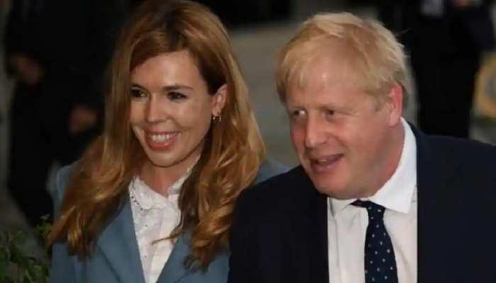 Britain के प्रधानमंत्री Boris Johnson अगले साल करेंगे मंगेतर से Marriage, तीसरी पत्नी बनेंगी Carrie Symonds