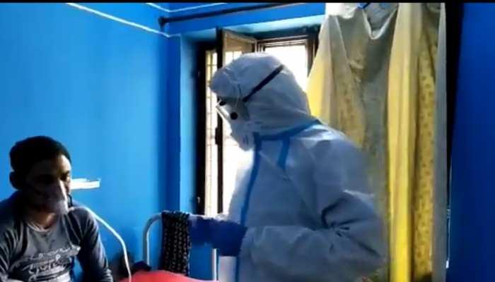 CM तीरथ ने जिला हॉस्पिटल का किया निरीक्षण, PPE किट पहन कर भर्ती मरीजों का जाना हालचाल