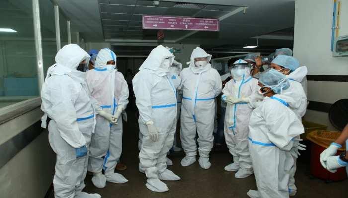 Kota: कोरोना पीड़ित मरीजों के बीच पहुंचे लोकसभा अध्यक्ष ओम बिरला, पूछा-कैसी है तबीयत