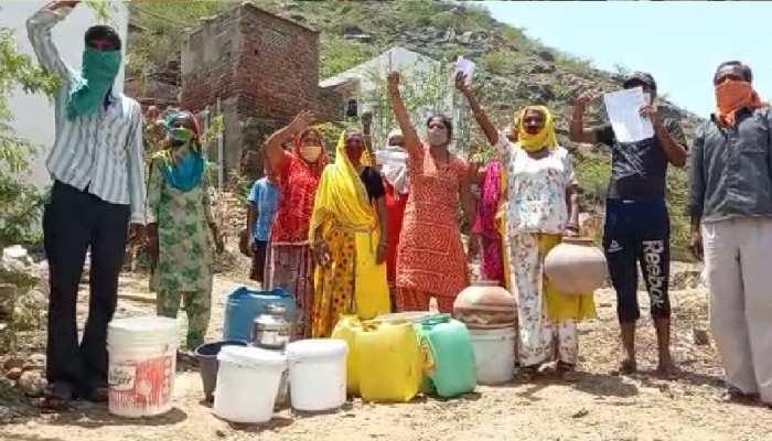 Ajmer : दो बूंद पानी के इंतजाम में जिंदगी दांव पर, सैकड़ों लोग परेशान