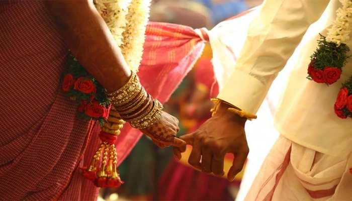 लॉकडाउन में शादीः  अफसरों ने मारा छापा तो दुल्हन को छोड़ फरार हुआ दूल्हा