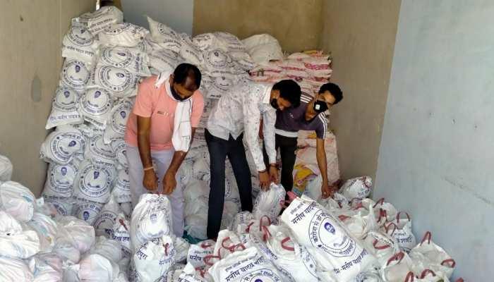 ज़ी मीडिया की 'कोई भूखा न सोए' मुहिम से जुड़ रहे भामाशाह, बांटे 3 हजार राशन किट