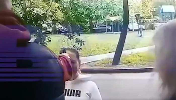 Russia में मजाक-मजाक में युवक ने मारी लड़की को गोली, CCTV में कैद हुई वारदात, आरोपी की तलाश में छापे
