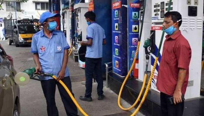 Petrol Price Today 27 May 2021: पेट्रोल-डीजल की कीमतों में लगी आग, साल भर में 22 रुपये महंगा हुआ पेट्रोल