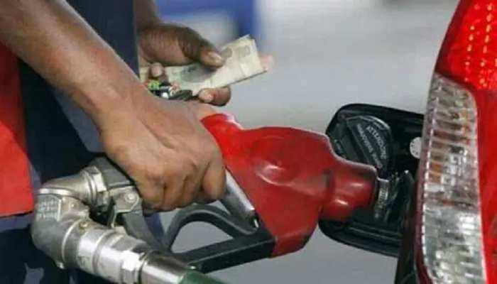 बेतिया: पेट्रोल लेने आए ग्राहक के साथ मारपीट, आक्रोशित ग्रामीणों ने घंटों किया घेराव