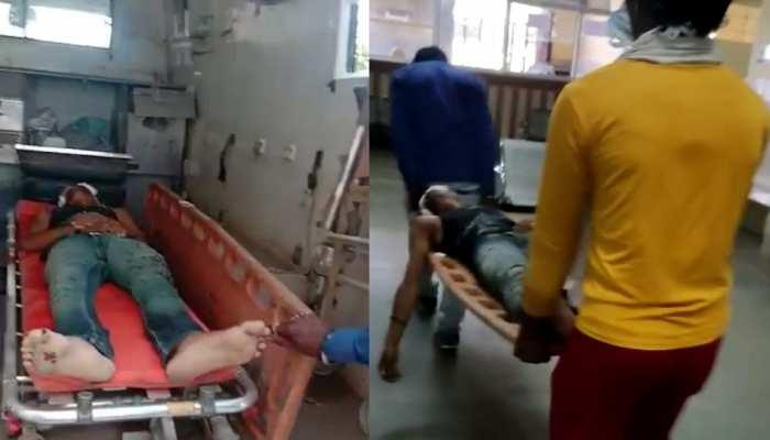 Jhalawar : जिला अस्पताल में लापरवाही, गंभीर घायल को एंबुलेंस से उतारने वाला भी नहीं