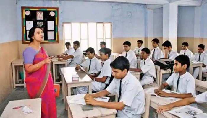 Sarkari Naukri: दिल्ली में 917 उर्दू टीचर्स की होगी भर्ती, जानिए कौन और कैसे कर सकते हैं अप्लाई