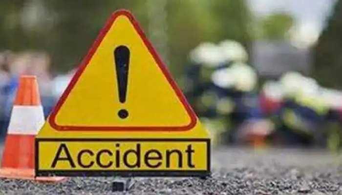 पुल की रेलिंग से टकराकर कार में लगी आग, 4 लोगों की जलकर मौत