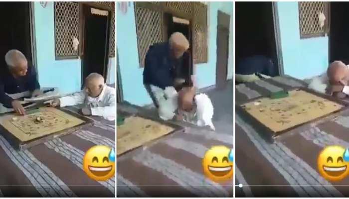 कैरम खेलते हुए भिड़े 2 बुजुर्ग, वीडियो देख हंसी छूट जाएगी