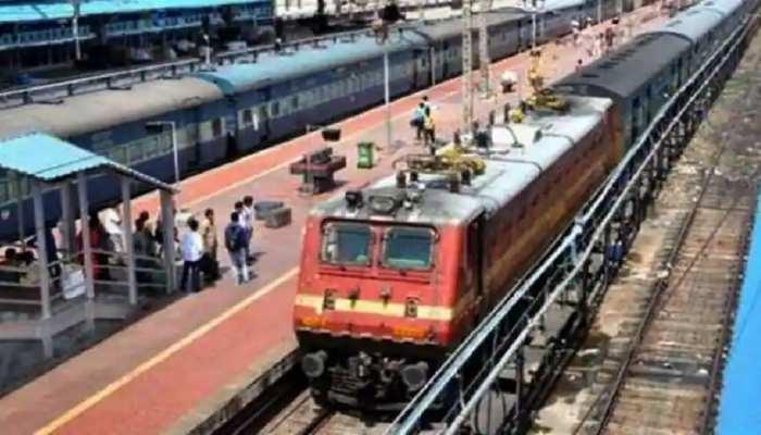 Railway: यात्रियों के लिए खुशखबरी,  8 स्पेशल ट्रेन के फेरों में हुई वृद्धि, यहां देखें पूरी लिस्ट