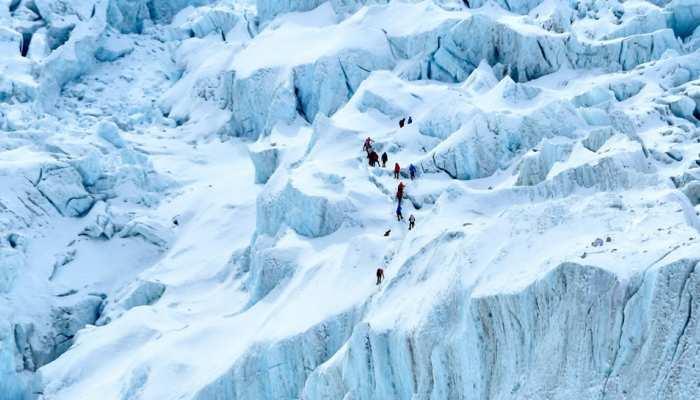 सबसे तेज गति से फतह कर डाली Mount Everest की चोटी, Hong Kong की महिला टीचर ने बनाया वर्ल्ड रिकॉर्ड