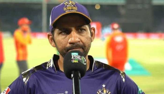 Pakistan के Sarfaraz Ahmed की हुई फजीहत, Abu Dhabi की Flight में कर दी गई 'No Entry'