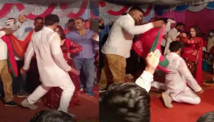 'अखिलेश को ताज दिलाएंगे' गाने पर बालाओं के साथ सपा नेता ने लगाए ठुमके, VIDEO वायरल