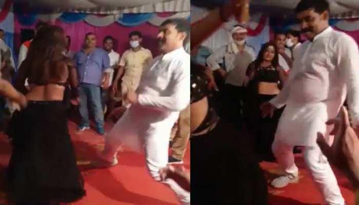 UP: SP नेता ने बार बालाओं के साथ जमकर किया अश्लील डांस, वीडियो वायरल