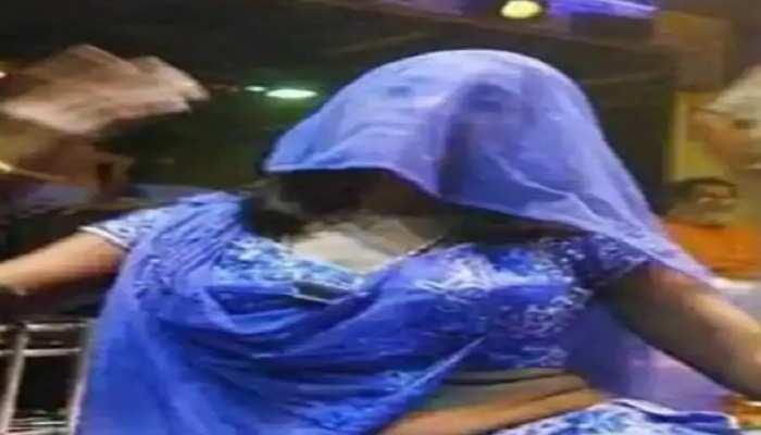 पटना: लॉकडाउन के दौरान शराब के नशे में चल रहा था डर्टी डांस, 4 बार बालाओं समेत 8 गिरफ्तार