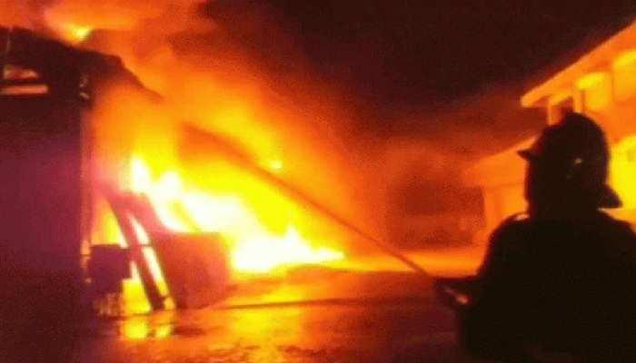 नाराज पत्नी चली गई मायके तो शख्स ने घर में लगा दी आग, आस-पास के मकान भी झुलसे