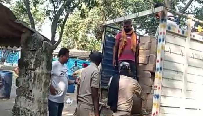 Siwan: पोल्ट्री फार्म से भारी मात्रा में शराब बरामद, 4 तस्कर गिरफ्तार