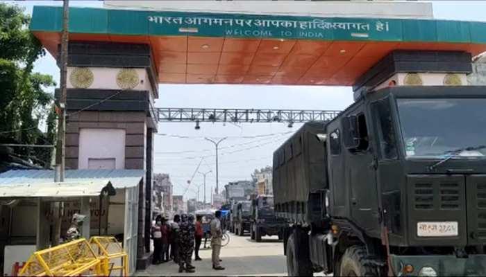 कोरोना से त्रस्त नेपाल की भारत ने की मदद, 25 वाहनों से भेजे गए Medical Equipments