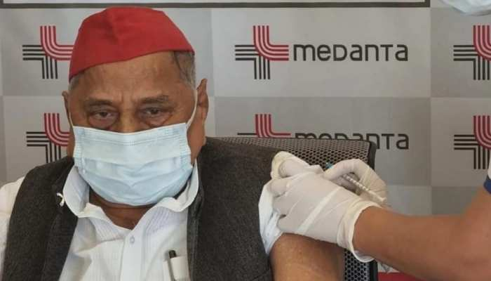 सपा सुप्रीमो मु़लायम सिंह यादव ने लगवाई कोरोना वैक्सीन की पहली डोज, अखिलेश ने किया था विरोध