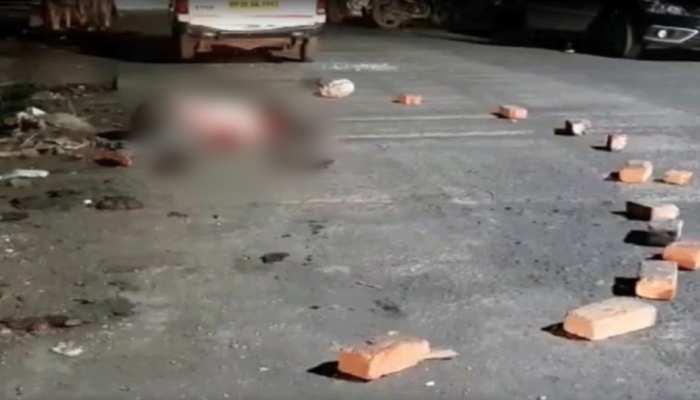 जबलपुर में दो पक्षों में हुआ खूनी संघर्ष, तलवार और चाकू के बल पर एक की हुई हत्या कई घायल