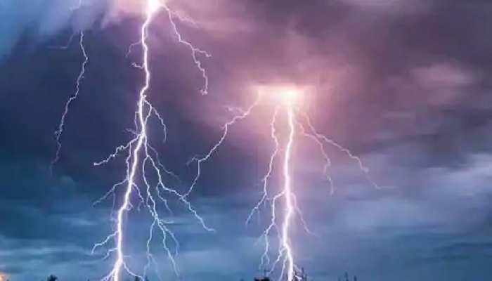 West Bengal: जोरदार बारिश के बाद 6 जिलों में कहर बनकर टूटी आकाशीय बिजली, 27 की मौत