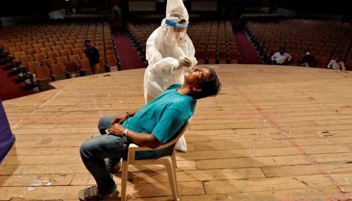 Coronavirus: भारत में कोरोना के नए मामलों में सबसे बड़ी कमी, 24 घंटे में 86498 लोग हुए संक्रमित