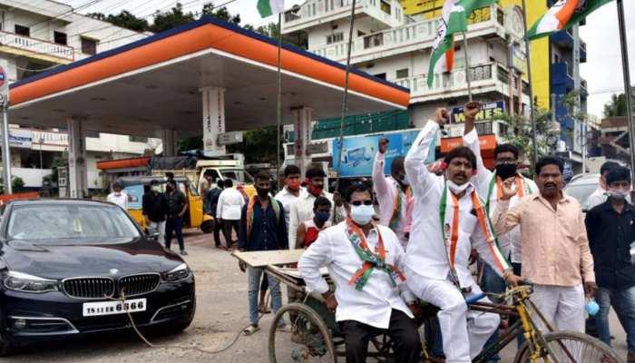 पेट्रोल-डीजल की बढ़ी कीमतों के खिलाफ कांग्रेस का प्रदर्शन, की ये मांग